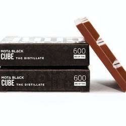 Mota - Black 600mg Milk Chocolate Cube
