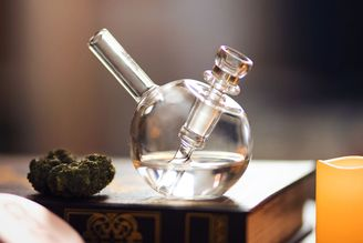 How to clean your weed pipe